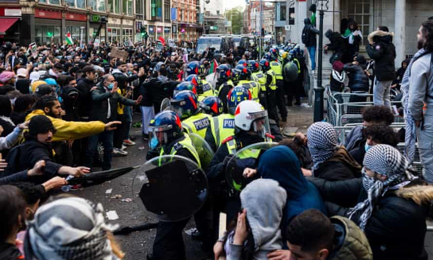 Police clash with protesters outside the Israeli embassy in London