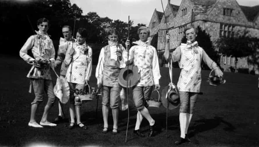 The Bright Young Things at Wilsford, Wiltshire, 1927.