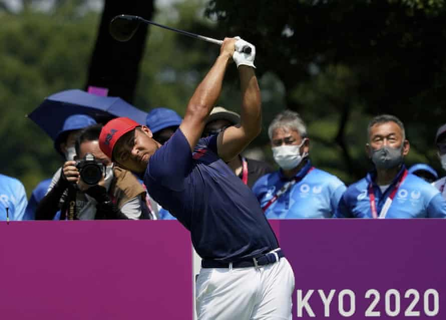 Xander Schauffele of the United States watches his tee shot on the second hole during the final round of the men's golf event.