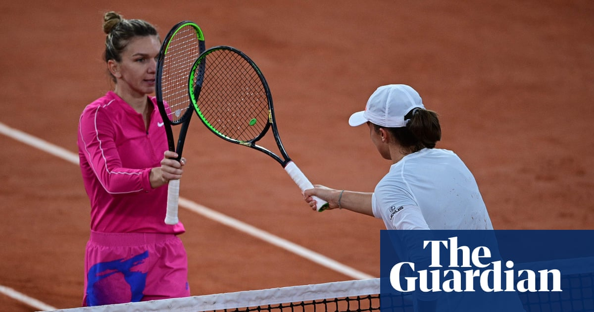 Simona Halep dumped out of French Open by Polish teenager Iga Swiatek