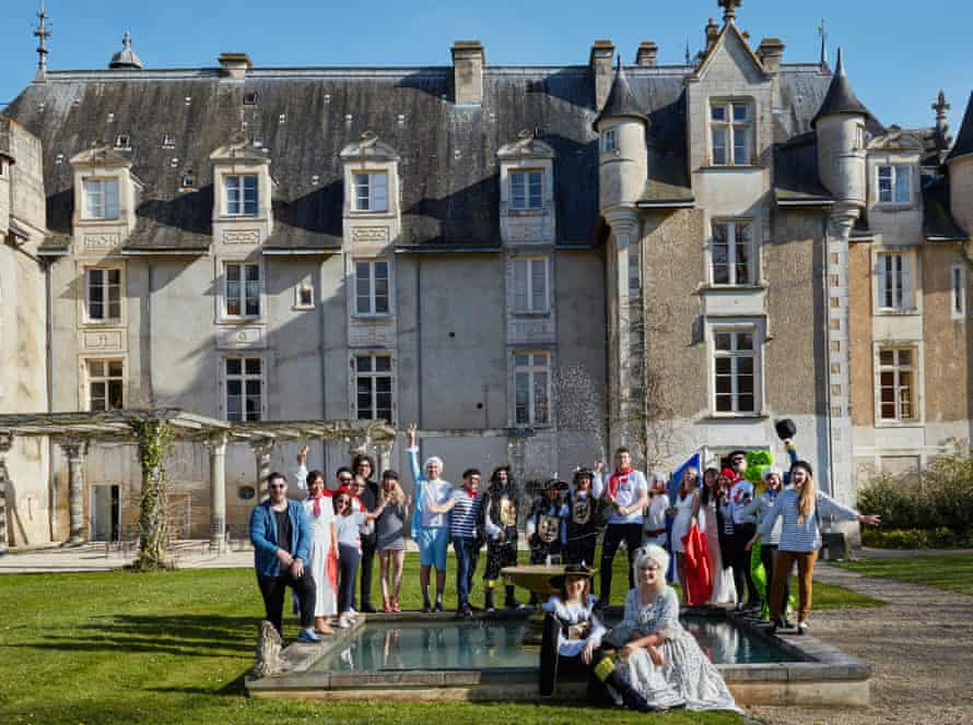 G&T Weekend - large group outside chateau in the Loire Valley