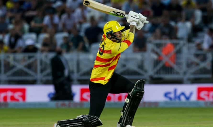 Alex Hales scored the winning runs for Trent Rockets with six balls remaining.