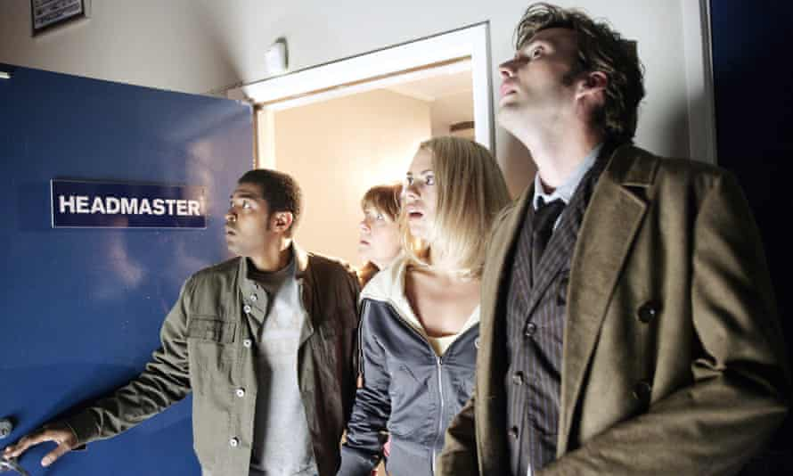 Noel Clarke, Elisabeth Sladen, Billie Piper and David Tennant in season 2 of Doctor Who, 2006.