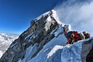 Climbers lining up to reach the summit of Mount Everest