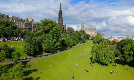 Princes Street Gardens and the Scott monument, Edinburgh.