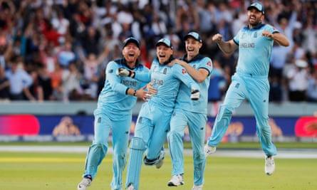 Jonny Bairstow, Jos Buttler, Chris Woakes and Liam Plunkett celebrate winning the men's World Cup