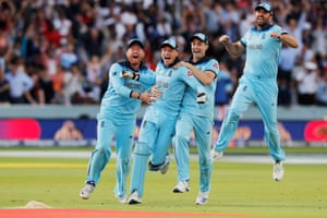 Jonny Bairstow, Jos Buttler, Chris Woakes and Liam Plunkett celebrate victory.