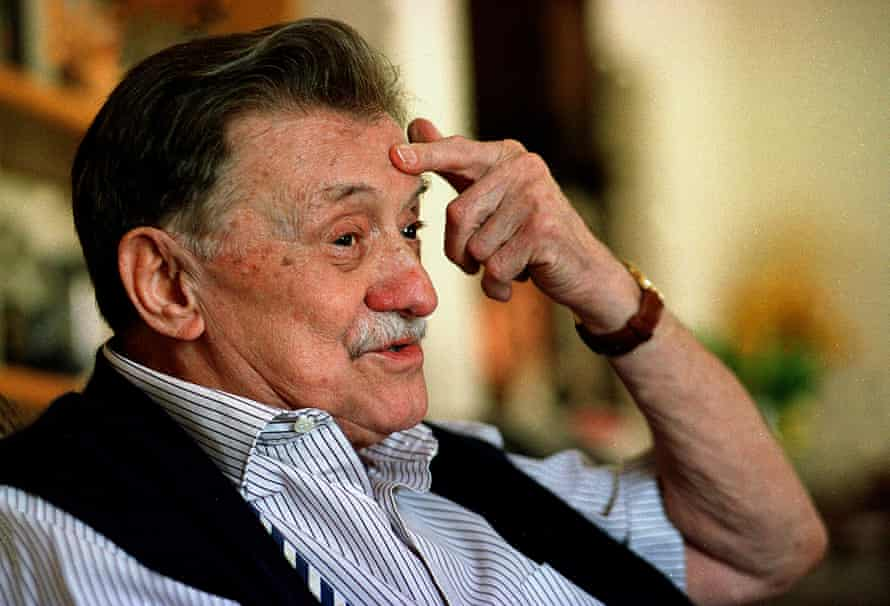 Mario Benedetti  In this May 1, 2005 file photo, Uruguayan novelist Mario Benedetti gestures during an interview in Montevideo. Benedetti died on Sunday, May 17, 2009 at age 88, according to his personal secretary Ariel Silva. (AP Photo/Marcelo Casacuberta)