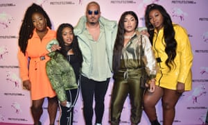 Kamani poses with musicians Lioness  Lady Leshurr, Stefflon Don, and Ms Banks (l-r).