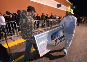 Connecticut, US Shoppers leave with television sets at Best Buy