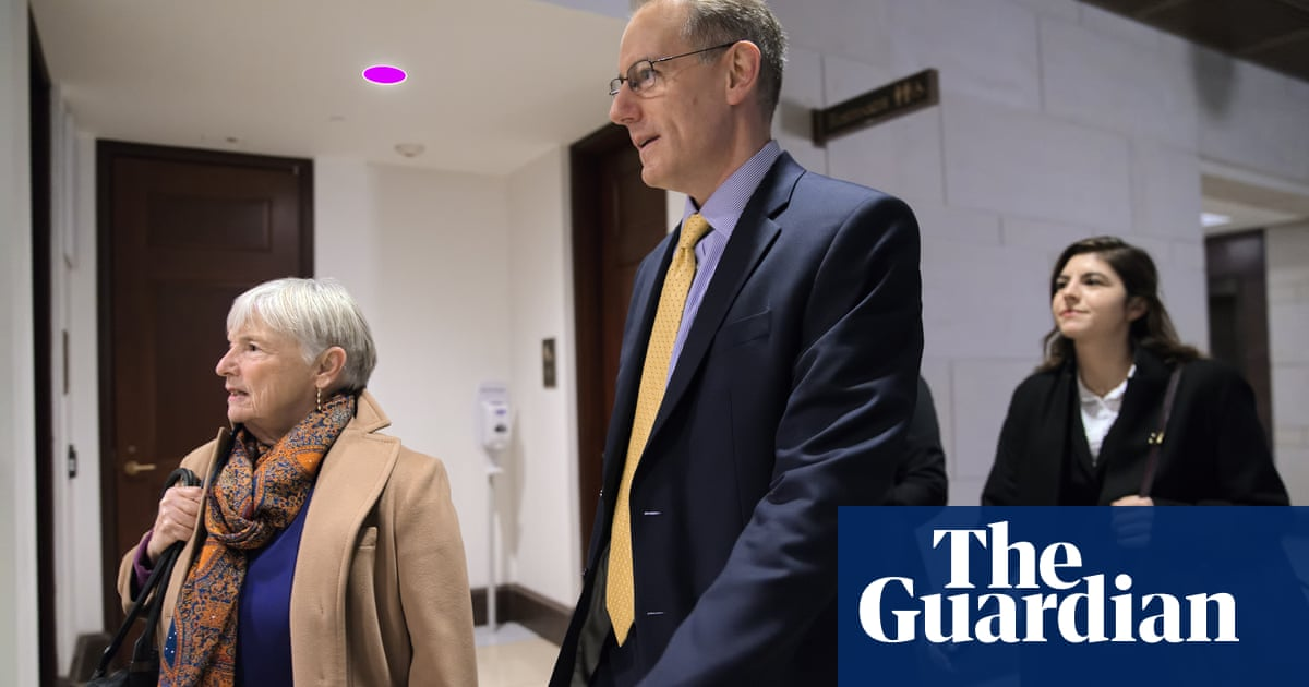 3040 - Trump impeachment: two White House budget officials quit over Ukraine aid concerns, says witness | US news