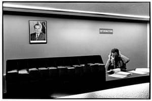 Fotografia de Richard Nixon na estátua da liberdade.