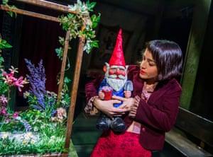 Audrey Brisson (Amélie) and a gnome