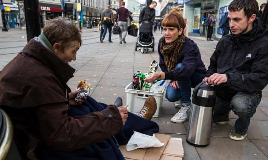 <strong>Breakfast in Bed volunteers giving out hot food and drinks on the streets of Manchester. </strong>