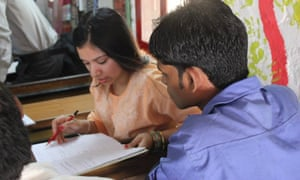 A volunteer and a student on the Warwick Laksh programme