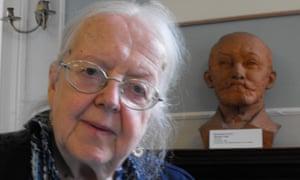 Marjorie Boulton with a bust of Ludwik Zamenhof, creator of Esperanto