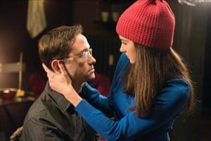 Joseph Gordon-Levitt as Edward Snowden and Shailene Woodley as his girlfriend Lindsay Mills in Snowden