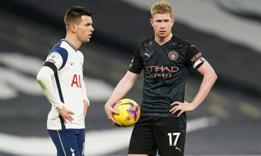 Manchester City's star act Kevin De Bruyne (right).