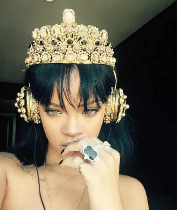 Rihanna with D&G headphones.
