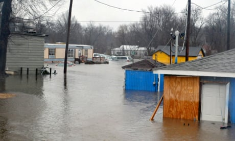 Historic' flooding in Missouri and Illinois leaves at least