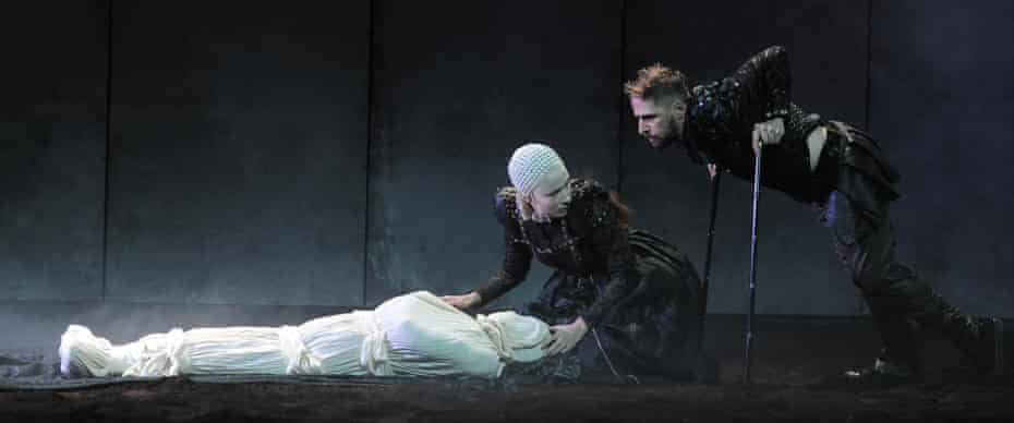 Siobhán Cullen as Lady Anne and Aaron Monaghan as Richard III.