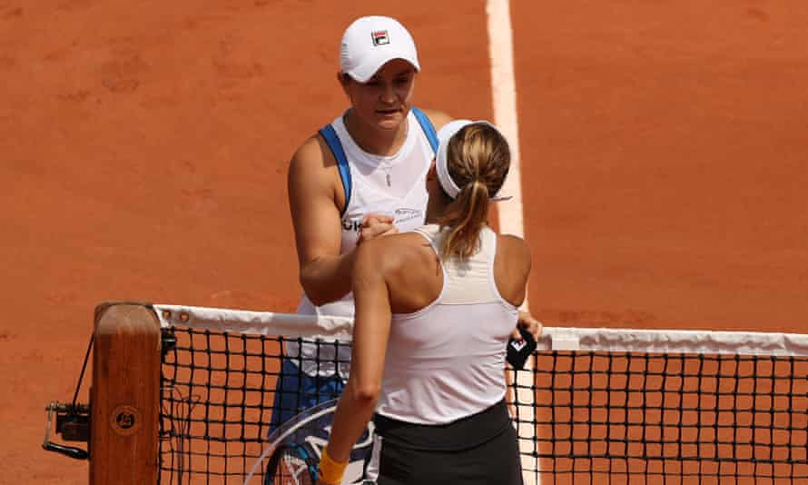 Ash Barty shakes hands with Magda Linette after withdrawing from her match.