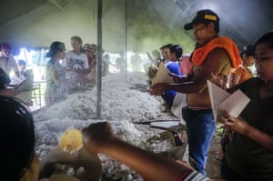 Evacuated villagers cook breakfast in the Klungkung evacuation shelter