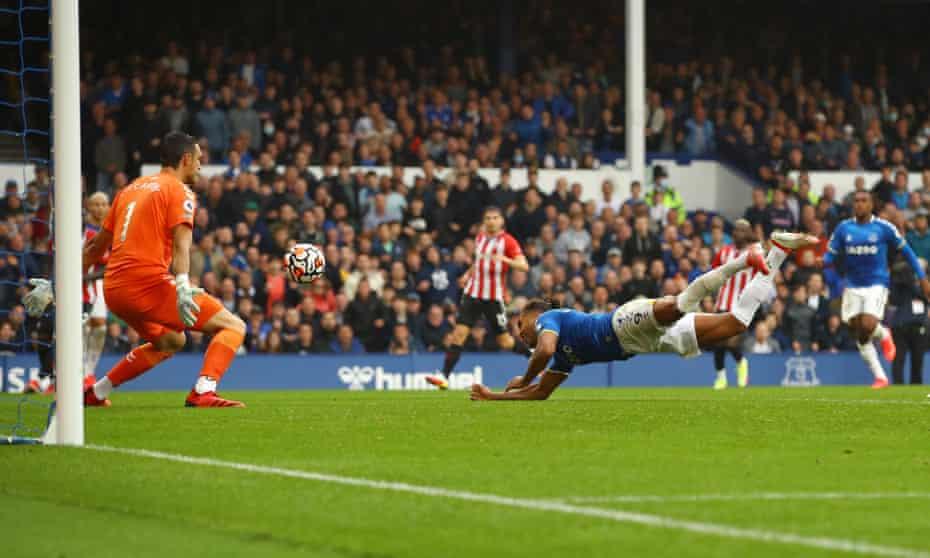 Dominic Calvert-Lewin scores Everton's third goal against Southampton