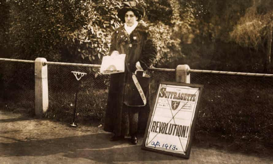 Princess Sophia Duleep Singh sells suffragette subscriptions in 1913