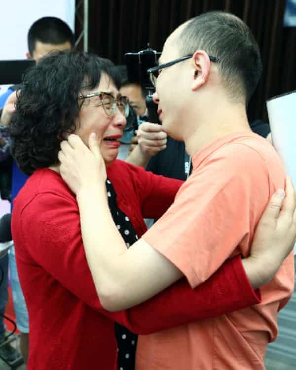 Mao Yin with his mother, Li Jingzhi