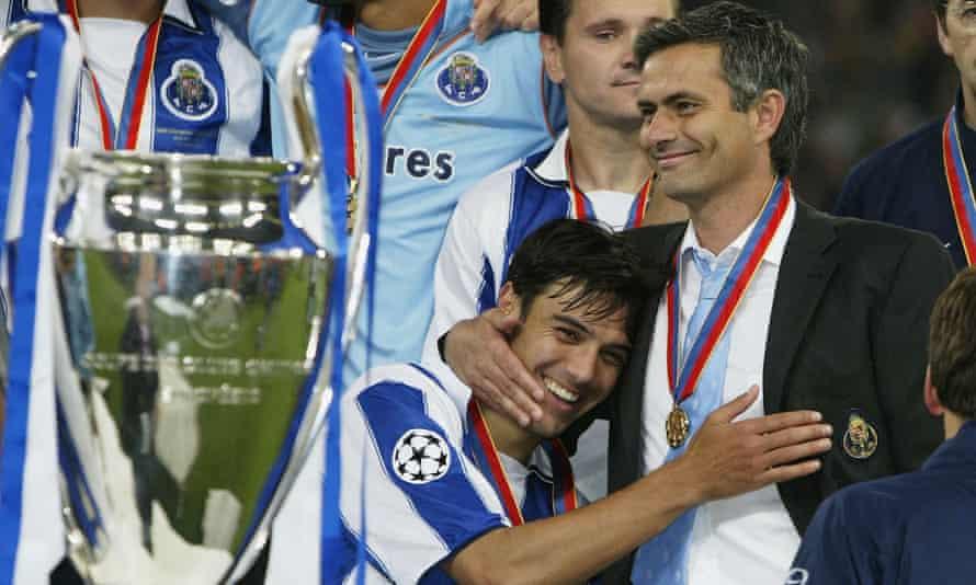 Paulo Ferreira and José Mourinho celebrate winning the Champions League with Porto.