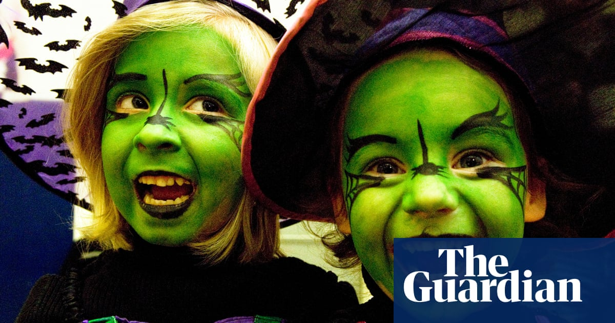 Childrens Fancy Dress Costumes Still A Danger Say British Fire