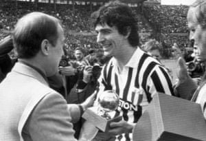 Rossi receives a trophy in his Juventus shirt.