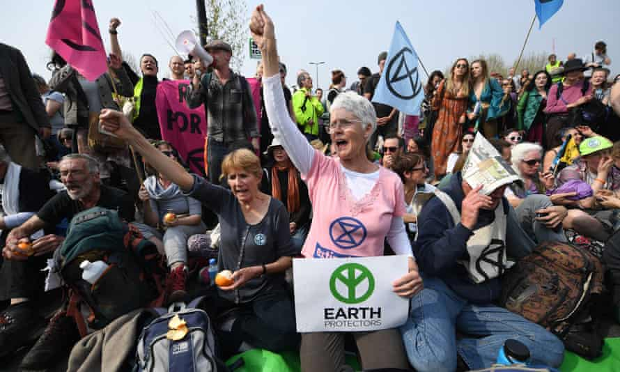 Climate change protests in Londonepa07512336 Extinction Rebellion climate change demonstrators protest on Waterloo Bridge during climate change protests in London, Britain, 17 April 2019. The Extinction Rebellion are holding a number of protests across London to draw attention to climate change. EPA/ANDY RAIN