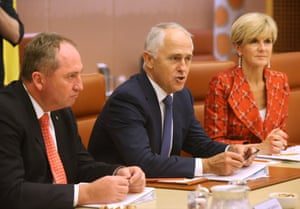 Malcolm Turnbull chairs the Energy Committee of Cabinet in the cabinet room of Parliament House.