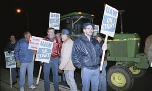 Striking UAW members picket the Caterpillar factory in Decatur, Illinois in November 1991.