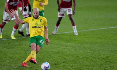 Teemu Pukki scores from the spot to give Norwich a 1-0 victory at Middlesbrough