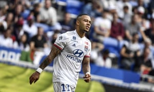 Memphis Depay is expected to miss the rest of the season due to a serious knee injury.
