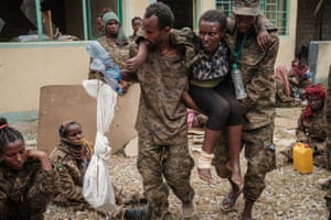 Captive Ethiopian soldiers carry a wounded soldier at the rehabilitation centre.