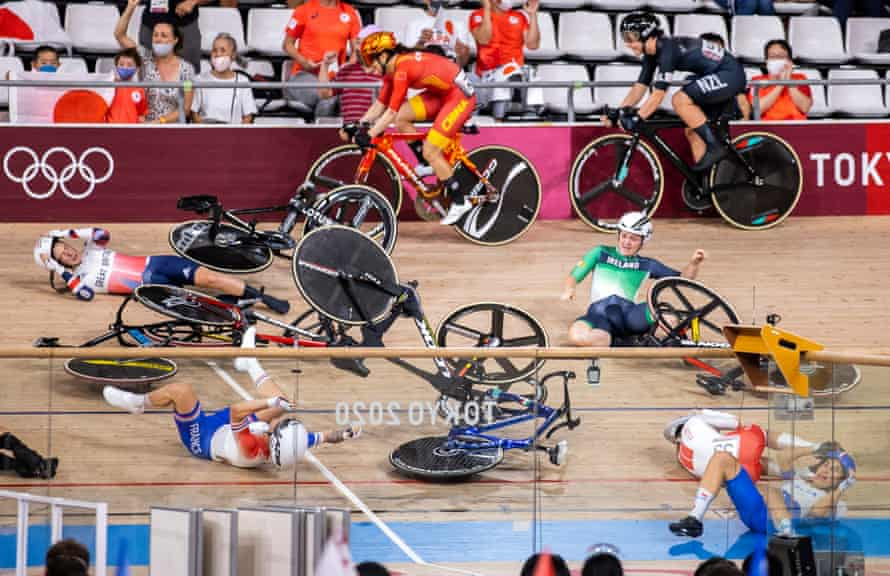 Laura Kenny's crash in the first part of the four-discipline omnium