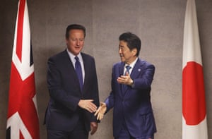 David Cameron (left) and Shinzo Abe (right) during a bilateral meeting in Shima.