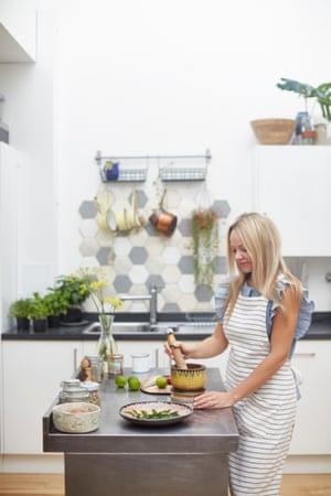 rosie birkett makes curry powder in her kitchen
