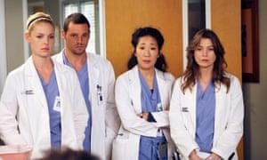 Katherine Heigl, Justin Chambers, Sandra Oh and Ellen Pompeo in Grey's Anatomy.