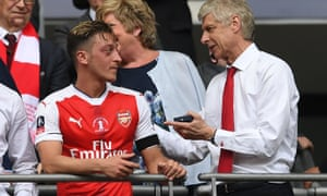Arsène Wenger talks to Mesut Özil after the 2017 FA Cup final at Wembley.