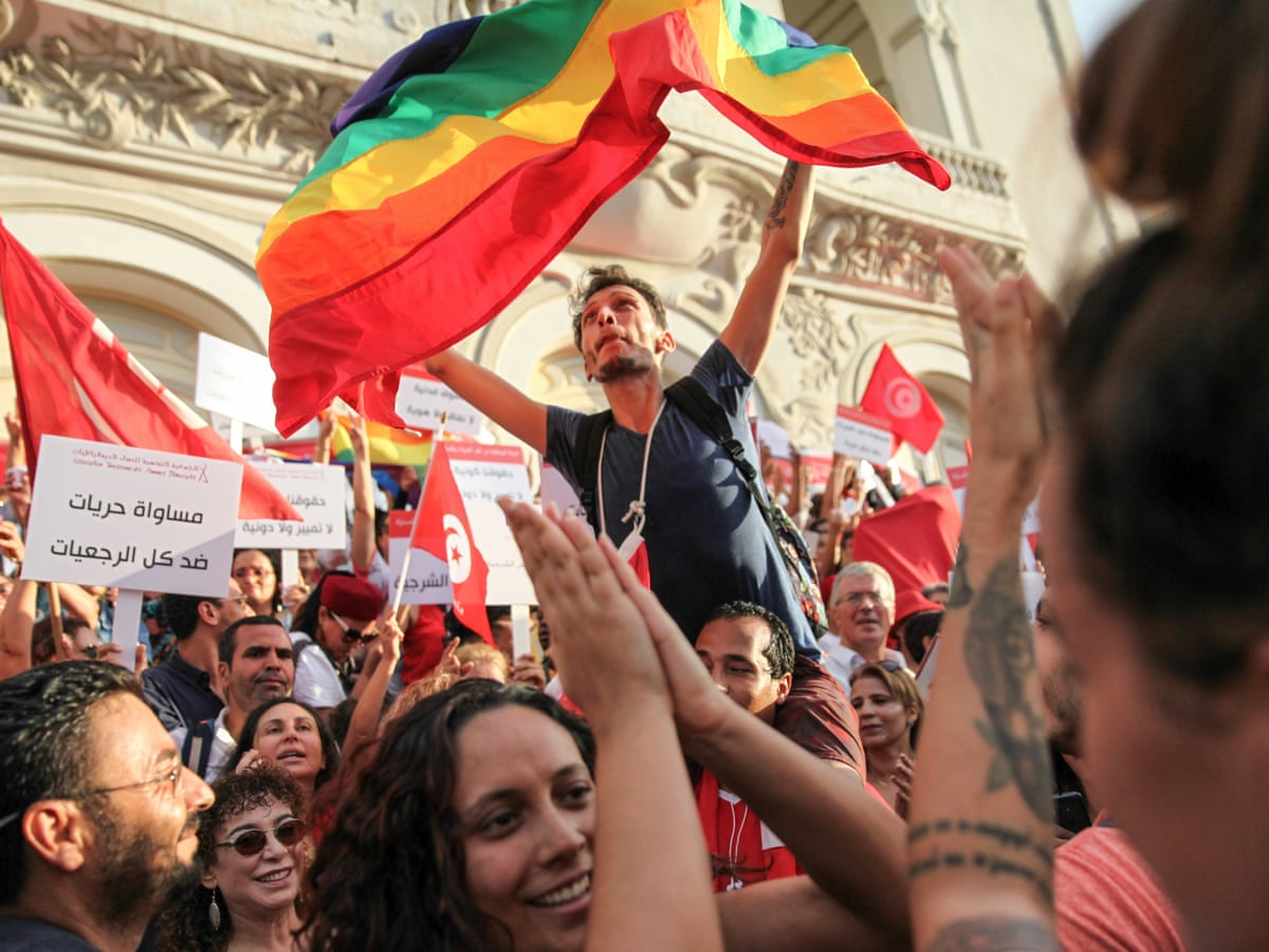 Gay tunesien images.dujour.com