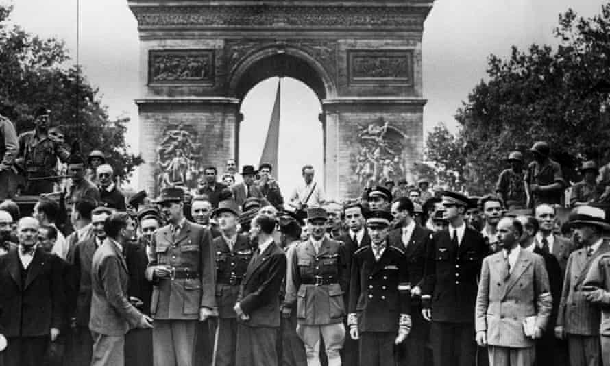Prominent free French soldiers and politicians in front of the Arc de Triomphe, Paris, including General de Gaulle, 26 August 1944.