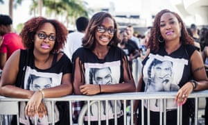 Beyoncé's fans wait for their idol in Miami.