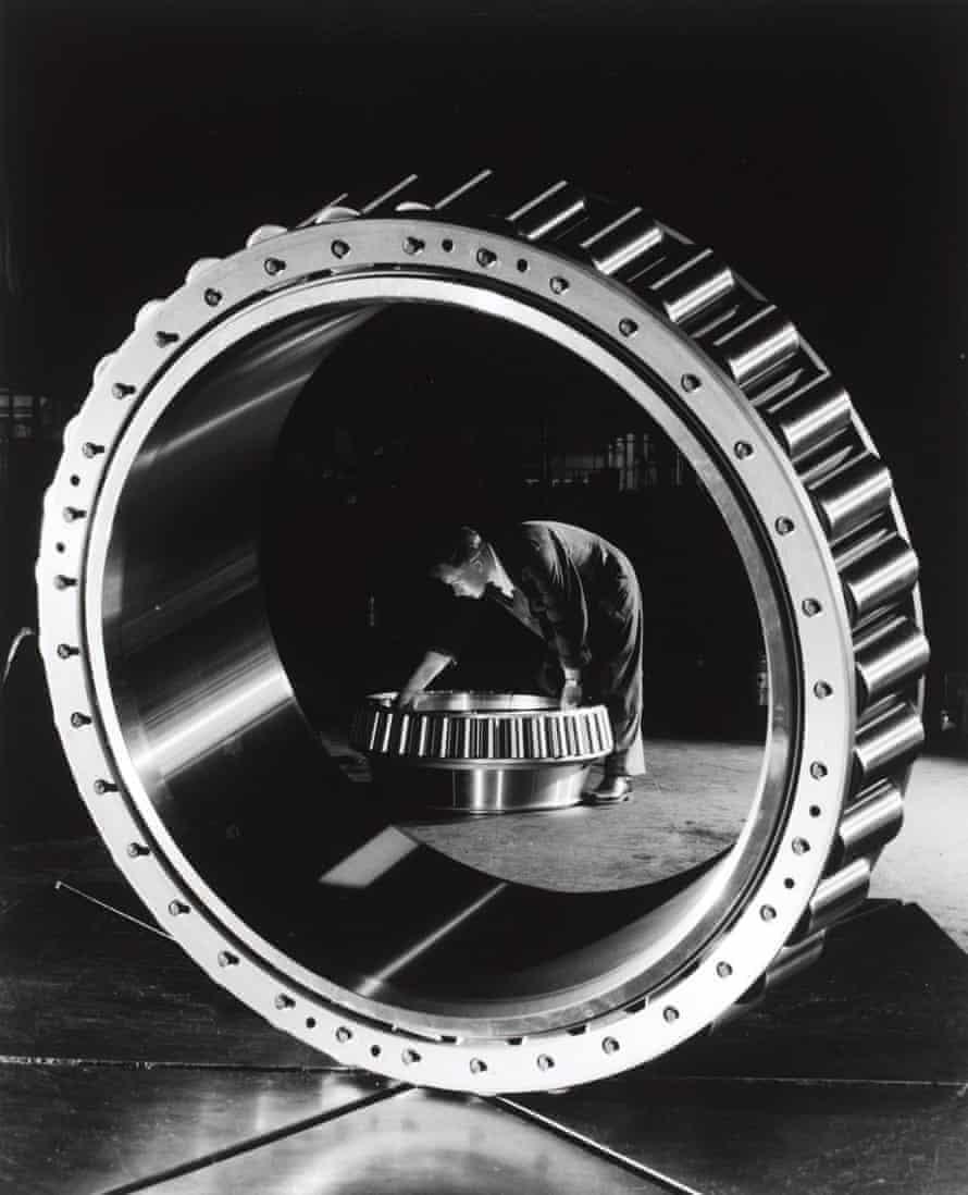 Taper roller bearing.