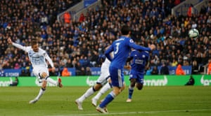 Everton's Gylfi Sigurdsson scores a screamer to beat Leicester City 2-1 at the King Power Stadium.