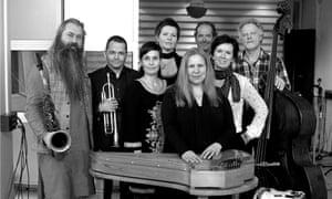 Sinikka Langeland (centre) with Starflowers and Trio Mediaeval